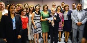 Recibe DIF Veracruz donativo económico del Congreso del Estado para la Cruz Roja