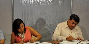 Firman INJUTAB y UJAT convenio para impulsar desarrollo de universitarios