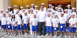 Recibe Javier Duarte a niños ganadores del XXXVII Concurso de Pintura El niño y la Mar