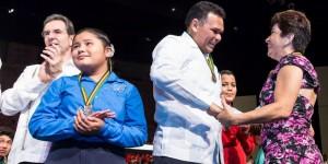Debuta la Orquesta Sinfónica Esperanza Azteca de Progreso