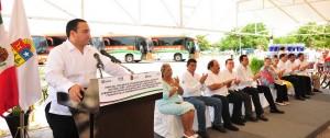 Suscribe el gobernador convenio de colaboración con el INEE y entrega autobuses a universidades