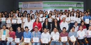 Egresan 406 estudiantes de lenguas extranjeras en la UJAT