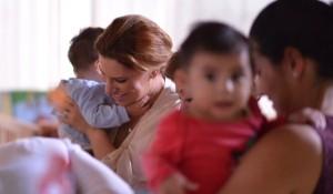 Visita Karime Macías a menores de Conecalli