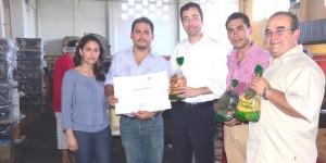 Entrega SEDECOP Distintivo Veracruz a la Calidad a la empresa Toppíngos