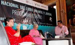 Cálido recibimiento a Poniatowska en la Feria del Libro en Xalapa