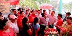 Asiste el gobernador a la jornada de «Reciclando Basura por Alimentos» en Holbox
