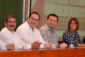 Veracruz, a la vanguardia en materia notarial: Javier Duarte
