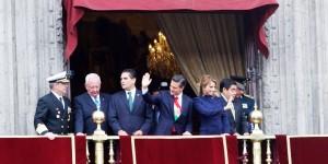 Desde Palacio Nacional Peña Nieto presenció el desfile militar conmemorativo del 204 Aniversario