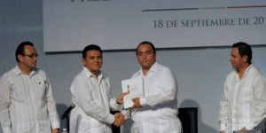 Asiste Roberto Borge al Primer Informe de gobierno de Fredy Marrufo Martin