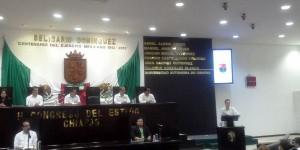 Inscriben en letras doradas el nombre de la Universidad Autónoma de Chiapas en el Congreso