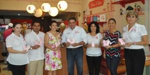 Recibe DIF Quintana Roo mil galletas decoradas de lazo rosa por la lucha contra el Cáncer de mama