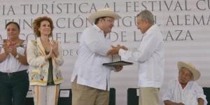 Recibe gobernador Javier Duarte premio a la Excelencia Turística por Cumbre Tajín