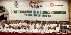 Entrega el gobernador de Quintana Roo certificados en competencia laboral a trabajadores de la CROC