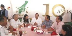 Asiste el gobernador a los festejos del X Aniversario de la Asociación Civil SUCIQROO