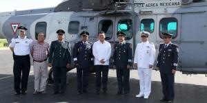 Entrega alcalde de Cozumel cartilla liberada a jóvenes que concluyeron el servicio militar nacional