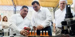 Visita el Gobernador empresa yucateca líder en fabricación de equipo de envasado industrial