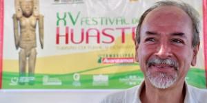 Presentan libro de poemas y recetario en Festival de las Huastecas