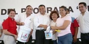 Encabeza Gobernador de Yucatán tercera entrega del programa «Pintando tu bienestar»