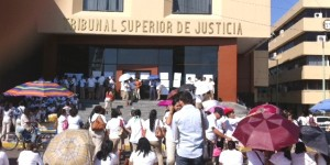 Paralizan sindicalizados instalaciones del TSJ en Tabasco
