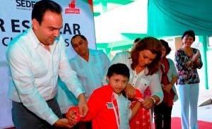 Llegan chamarras a niños de los Centros de Atención Múltiple en Yucatán