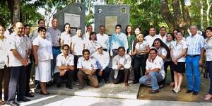 Develan placa que acredita la Licenciatura en Arquitectura en la UJAT