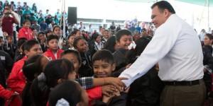 Inicia en Tinum entrega de chamarras del programa Bienestar Escolar