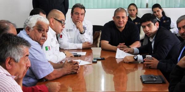 Autoridades de transito y transportistas de Veracruz