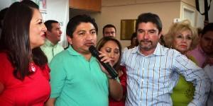 Va Miguel Sulub com o aspirante a Diputado Federal en Campeche