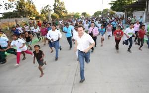 En Suchiate, Gobernador inaugura sistema de agua potable y pavimentación de calles
