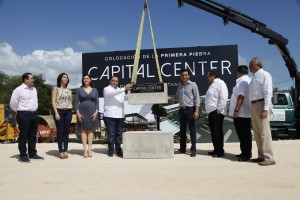 Pone gobernador Roberto Borge, la Primera Piedra del Centro Comercial «Capital Center»