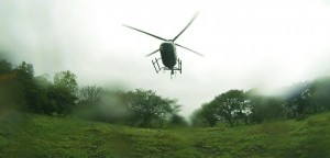 Vía aérea rescatan a trabajadores afectados por crecida de un río en Vega de Alatorre: Javier Duarte