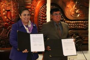 Formalizan colaboración IVEC y UV con firma de convenio