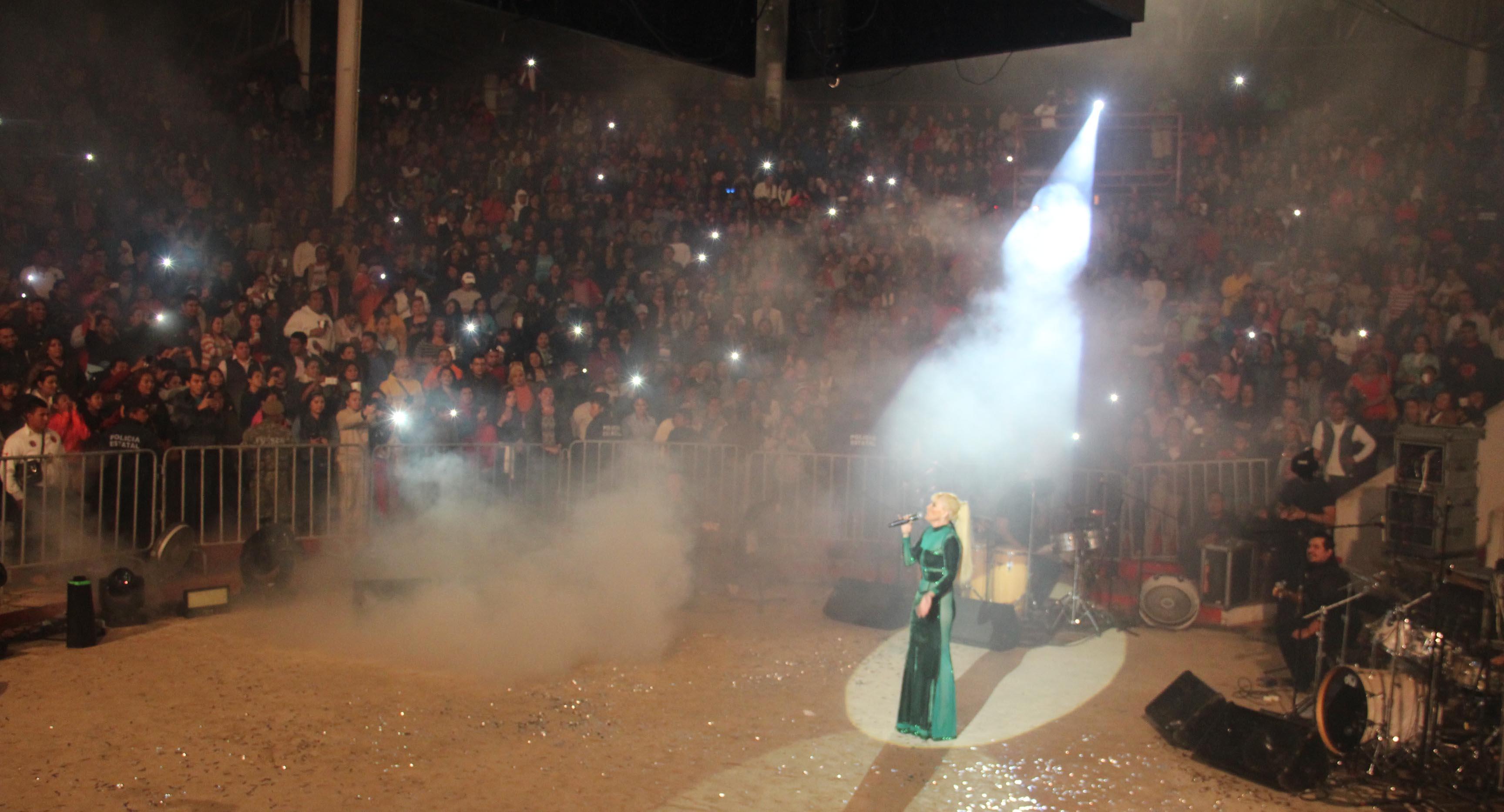 Coronacion reyes Yuri coatza 2015
