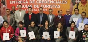 Entrega Sectur credenciales a guías de turistas en Xalapa