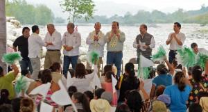 Entregan Javier Duarte y David Korenfeld obras de reconstrucción y desazolve en Misantla