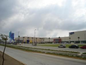 Abre plaza comercial FORUM tras conato de incendio, cierran tres restaurantes