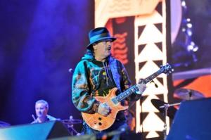 Abarrota Carlos Santana y el singular sonido de su guitarra la Cumbre Tajín 2015