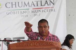Edil de Chumatlán adeuda cervezas fiadas