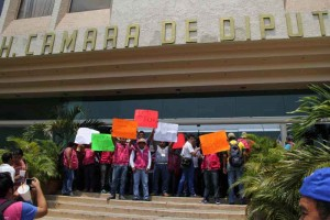 Capacitadores electorales en Tabasco continúan huelga