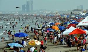 Llenan playas miles de visitantes; Veracruz consolida su liderazgo en turismo
