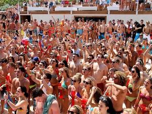 Los spring breakers llenan las playas mexicanas
