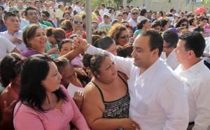 Entrega el gobernador ordenes de ocupación de lotes habitacionales a familias de Cozumel