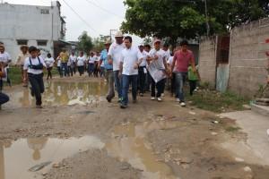 Convence con propuestas Gerardo Gaudiano en Acachapan y Colmena