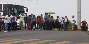 Múltiples bloqueos realizan estudiantes de la Intercultural en la capital de Tabasco
