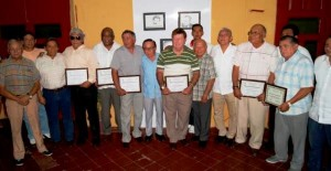Entregan reconocimientos a estrellas del béisbol yucateco