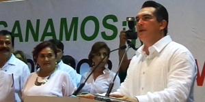 Pueblo y gobierno construiremos el mejor Carmen: Alejandro Moreno