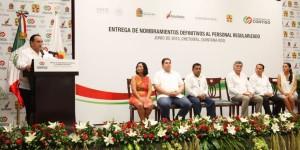 Entrega Roberto Borge nombramientos definitivos a personal de la Secretaria Estatal de Salud