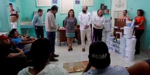 Entrega Sarita Blancarte de Zapata apoyos para renovar asociaciones civiles en Yucatán