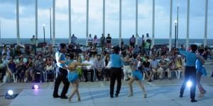 Deleitan con baile y música a familias y visitantes de Coatzacoalcos