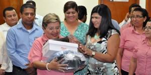 Cumple Congreso de Tabasco con entrega de uniformes a trabajadores de base